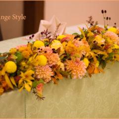 秋を彩るダリアと枝を使った会場装花