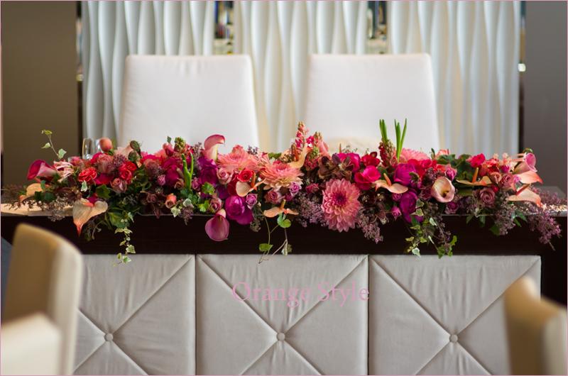 バラとダリアのピンク会場装花
