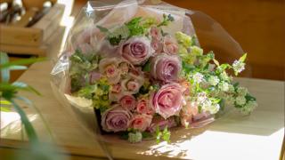 ピンクのかわいい花束
